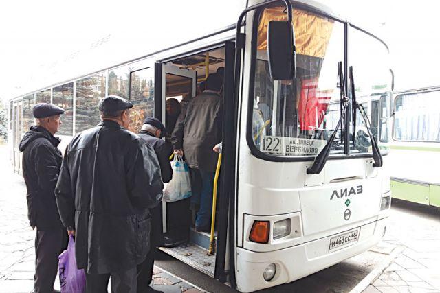 В день автобусы совершают более 500 рейсов по 52 маршрутам.