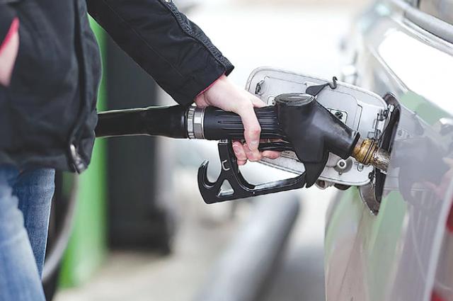 На АЗС цены на все виды топлива сделали скачок.