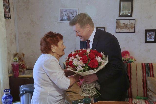 Мэр Анатолий Локоть и Александра Иванова.