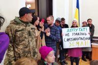 В Киеве ветеранам АТО вернули отобранную землю