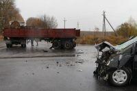 Под Хмельницким в ДТП столкнулись грузовик и автомобиль: пять пострадавших