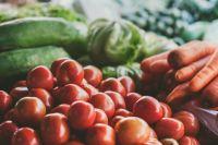 Фрукты и овощи хранились с нарушениями.