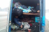 Многие мигранты незаконно живут в России.