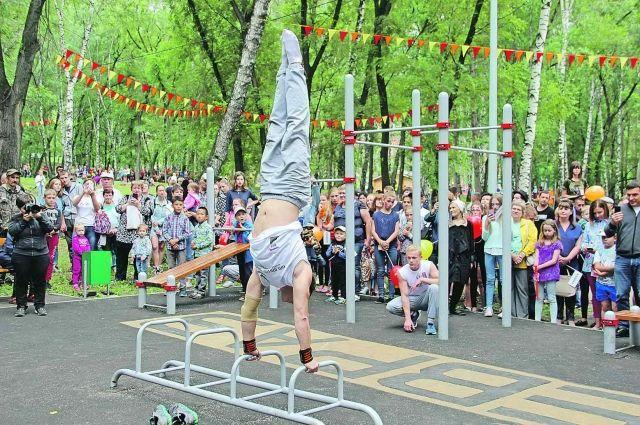 Благодаря ЕВРАЗу у новокузнецких спортсменов есть самая большая в Сибири площадка для воркаута.