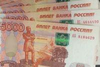 Женщину задержали с поличным после того, как директор организации передал ей 150 тысяч рублей и  39 муляжей денежных банкнот номиналом 5 тысяч  рублей каждая.
