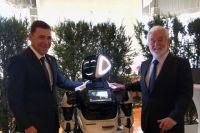 Евгений Куйвашев с генеральным секретарем Международного бюро выставок Висенте Гонсалесом Лоссертале.