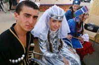 Свадьбе предшествует обручение в доме невесты.