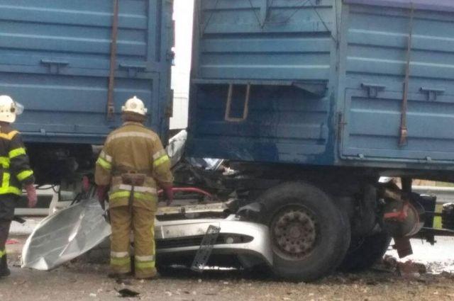 В Полтавской области грузовик наехал на легковое авто: погибли люди
