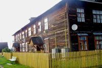 Деревянный барак.