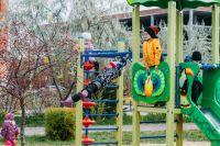 Тюменцам на десятилетие Восточного округа подарили детские площадки