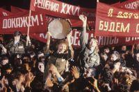 Бойцы Всесоюзного ударного комсомольского отряда имени XIX съезда ВЛКСМ перед отъездом на стройки страны. 1982 г.