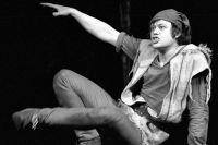 Николай Караченцов в роли Тиля Уленшпигеля в спектакле «Тиль» по пьесе Г. Горина. 1978 г.