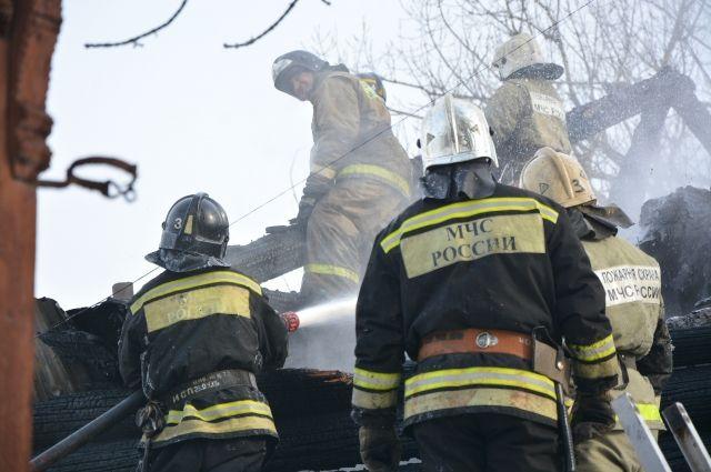 Сейчас сотрудники МЧС устанавливают причину возгорания.