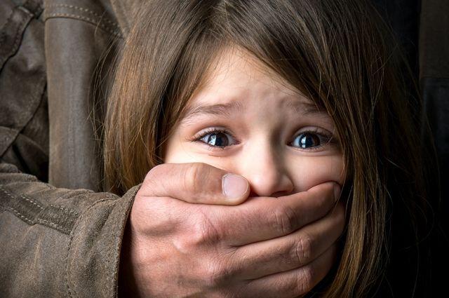 Под Львовом пьяный отец изнасиловал свою пятилетнюю дочь