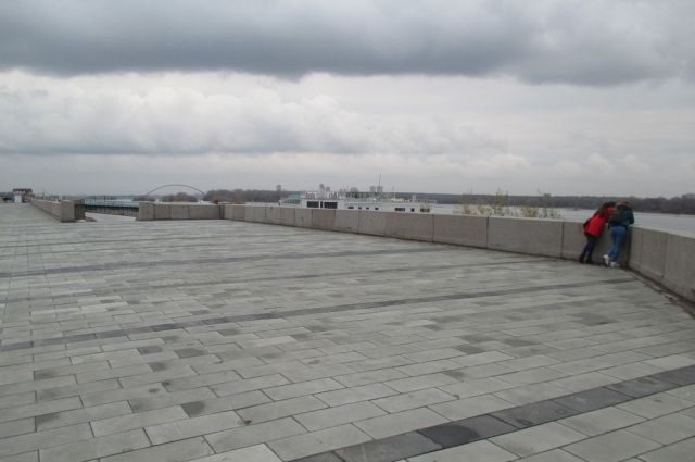 Фонтан на новой набережной будет видно с правого берега.