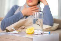 Обычную простуду или ОРВИ с легкими симптомами лечат только постельным режимом и обильным питьем.