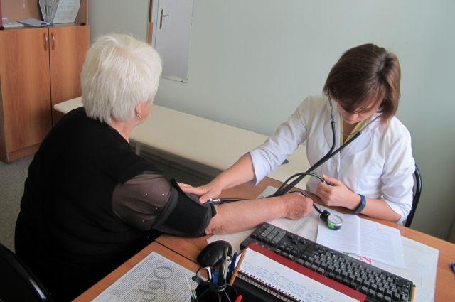 Зарплаты врачам: правительство пообещало изменения
