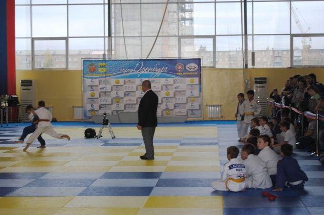 В Оренбурге прошло открытое командное первенство по дзюдо.