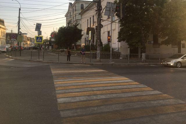 В Тюмени три человека попали под машины на дорожных переходах без светофора