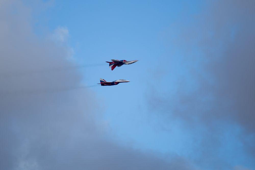 Одним из самых Гвоздем программы стало выступление авиационной группы высшего пилотажа «Стрижи» на Миг-29.
