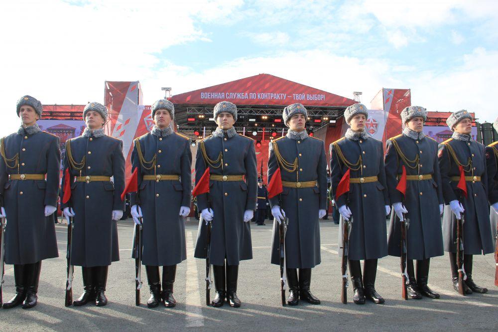 Выступление роты почетного караула.
