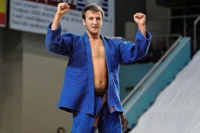 Воспитанник орской спортивной школы «Юность» Сергей Ломакин боролся в весовой категории плюс 100 кг.