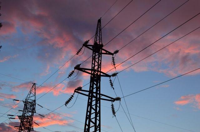 В течение дня энергетики восстановят электроснабжение.