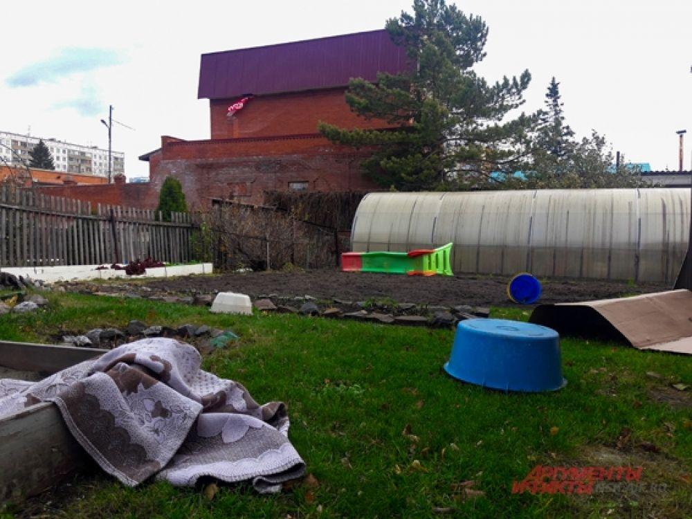 От ветра пострадали жители частных домов.