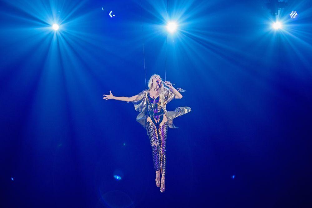 И профессионалы украинского шоу-бизнеса, и простые поклонники певицы отметили, что кроме декораций и эффектов, их поразил новый уровень исполнения и общая атмосфера на концерте.