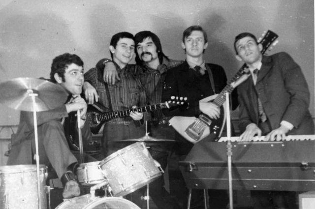 Мызыканты всегда исполняли либо малоизвестные песни, либо свои композиции.