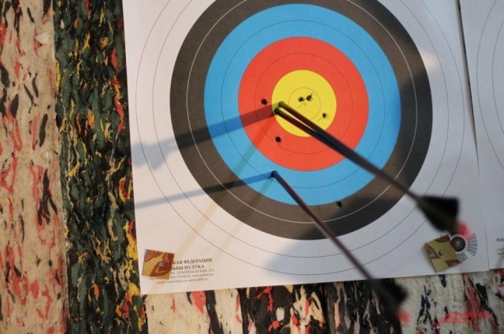 Соревнования проводились в личном зачете в стрельбе из классического и блочного луков.