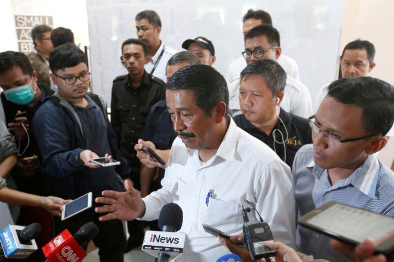 Исполнительный директор авиакомпании Lion Air Эдвард Сираит отвечает на вопросы журналистов после пресс-конференции в связи с крушением самолета Boeing 737.