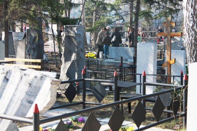 Под Тюменью задержали подозреваемого в серии краж на кладбище