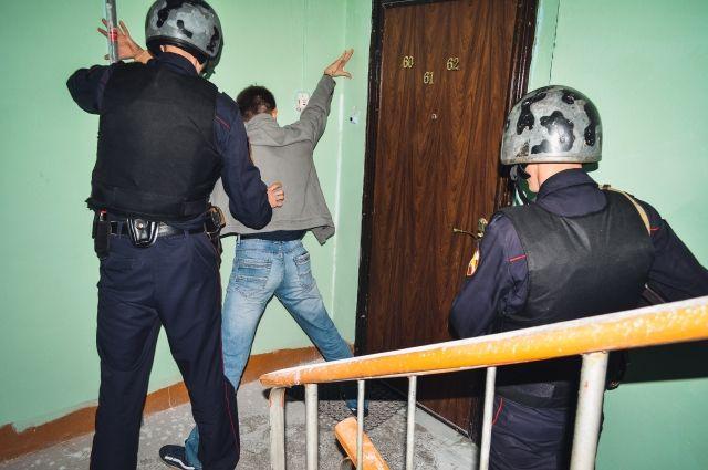 Освободив пострадавшую, правоохранители вызвали скорую помощь и следственно-оперативную группу МВД.