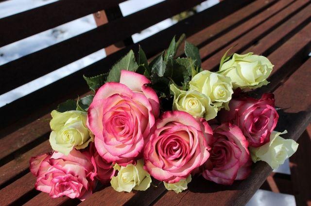 Нападавший требовал у продавца букет цветов.