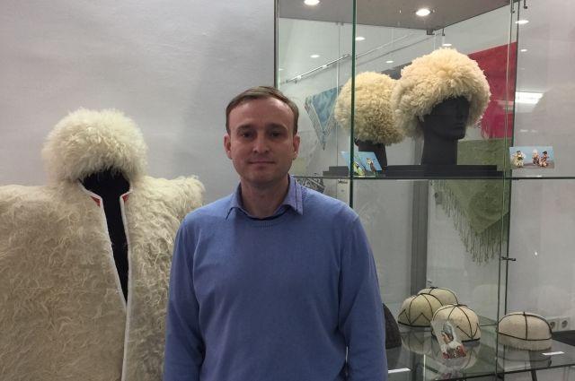 Иван Назаров убежден: знакомясь с народными костюмами, люди лучше узнают друг друга.