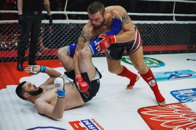 В финале Анатолий Малыхин победил бойца из Казахстана.