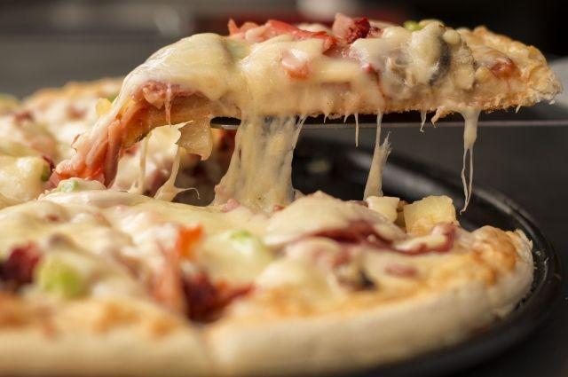 За похищенную у курьера пиццу калининградца осудили к обязательным работам.