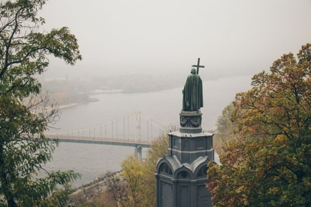 Из-за тумана Мост практически не виден, но это так таинственно.