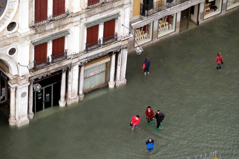 Губернатор Венето Лука Зайя заявил, что наводнение может оказаться самым сильным с 1966 года.