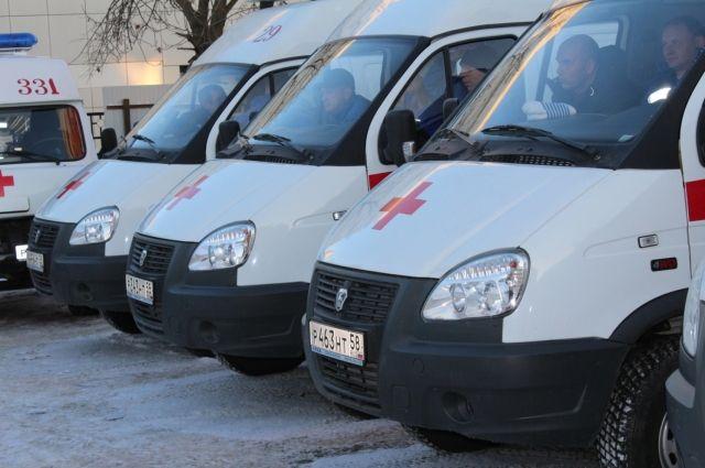 В Тюмени таксист сбил пенсионерку, которая перебегала дорогу на Щербакова