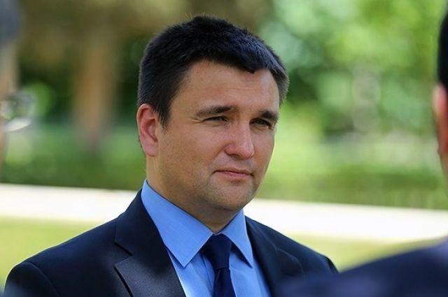 Климкин призвал жителей Украины сдавать русские паспорта