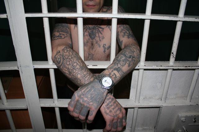 Тюменского арестанта, который находится в СИЗО, оштрафовали за татуировку