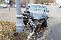 УМВД: подробности ДТП в центре Оренбурга, где иномарка врезалась в столб.