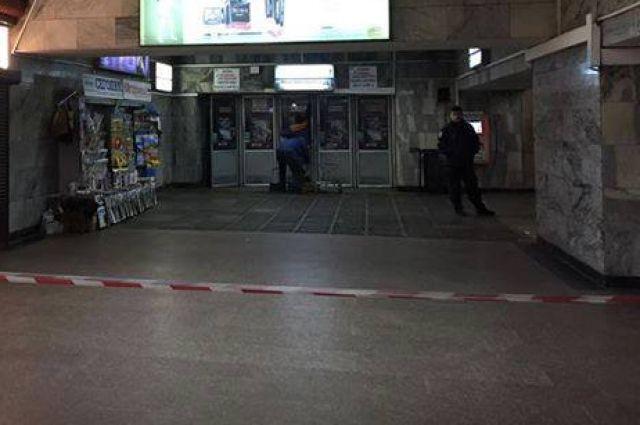 В Киеве дважды за сутки сообщили о минировании станции метро Льва Толстого