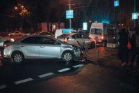 В ДТП столкнулись Toyota Camry и Toyota Corolla.