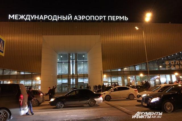 Пассажира для оказания помощи сняли с рейса. Сейчас борт пока находится в Перми, проходят мероприятия по его подготовке к дальнейшему полёту
