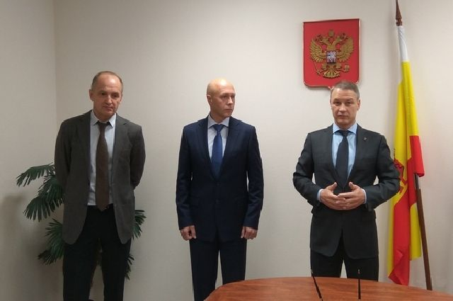 Слева направо: зампредседателя КСП Рязанской области Владимир Цепков, председатель КСП Роман Кузьмичев и председатель рязанской облдумы Аркадий Фомин.
