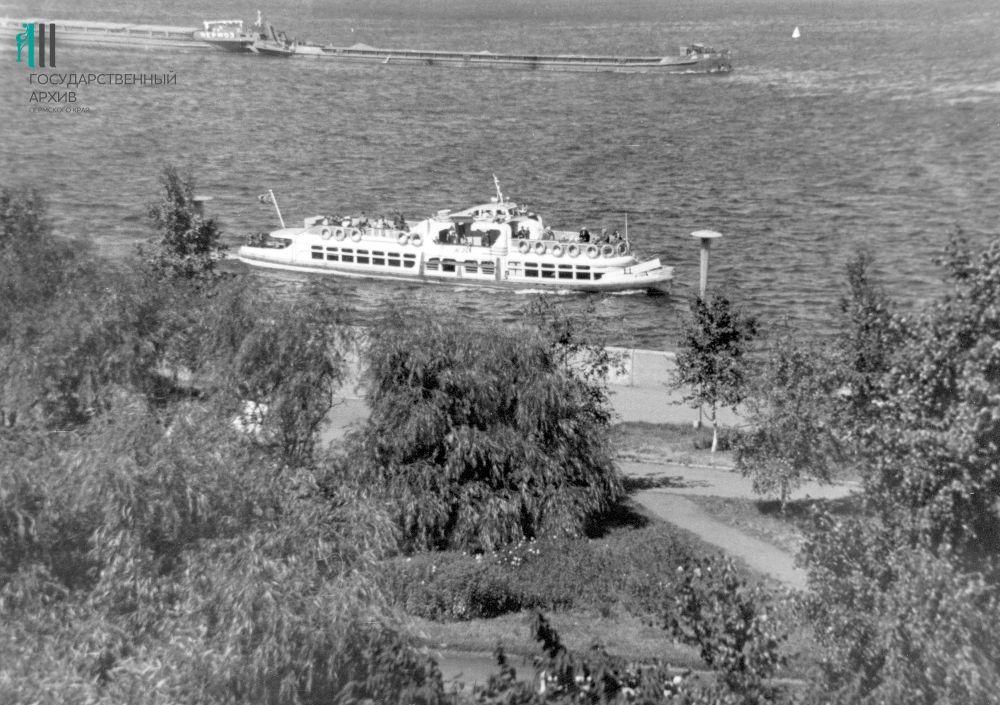 Вид на Каму с набережной у Речного вокзала, 1972 год.