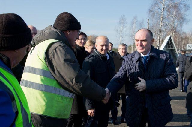Губернатор проверил, как идёт дорожное строительство в Челябинске и на трассах области.